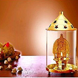 Borosil Dhanlaxmi Diya Package contents: 2-Piece Borosil Dhanlaxmi diya (brass) Item Size: 9 cm x 9 cm x 13 cm<br> delivery lead time: 2 working days
