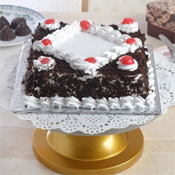 Celebrate special occasions with this alluring black forest cake in square shape, and make them all the more exciting.