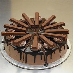 1kg Round Kitkat Chocolate cake , Cakes to Bangalore
