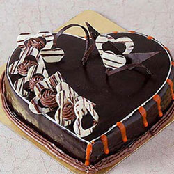 Chocolate Truffle cakes are a favourite for all. delight your beloved by sending  delicious 2Kg heart shaped chocolate truffle.