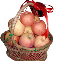 A basket of seasonal fresh Apple for your loved ones.10 pieces 