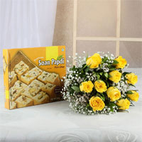 10 Yellow Roses bunch Cellophane packing with ribbon bow, Soan Papdi Box, Weight: 500 gm