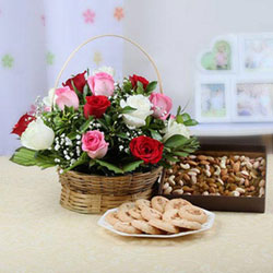 Round Basket Arrangement Of 15 Mix Red,white & 