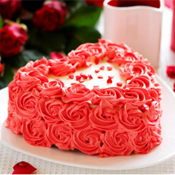 1.5 kg Heart Shaped Strawberry Cake,  send this cake to your beloved and share your joy and happiness. <br>