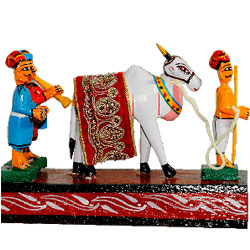 Invoking the presence of cows and bulls has always been part of our culture and here's the traditional sankranthi festival set-up with delightfully created Gangireddu. Aprox 6 to 8 inch hegith - Medium height , lead time 2 working days.