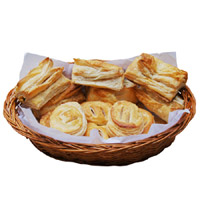 Veg And Egg Puffs - 8 Pcs