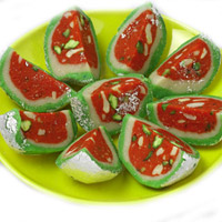 The mouth-watering taste of these Watermelon Sweets will be a real delight for your loved ones in India. Shaped as that of a water-melon slice