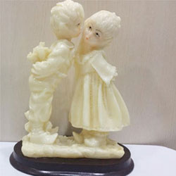 Valentine Kiss :Show Pieces marble powder made,  <br> 4 - 5 inch height. <br> delivery lead time 2 to 3 working days.