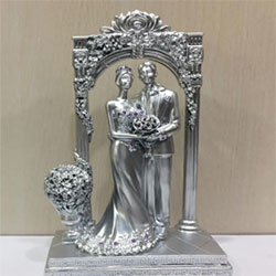 Valentine Couple : beautiful valentines day Show Pieces, marble powder made. <br>  6 to 8 - inch height. delivery lead time 2 to 3 working days