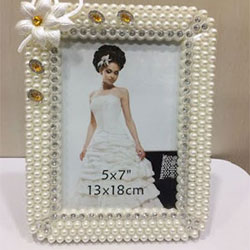 Photo Frame : Pearl design photo frame <br>  delivery lead time 2 to 3 working days.