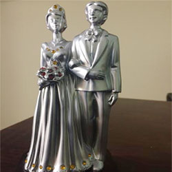 Valentine Couple : valentines day Show Pieces with love message, marble powder made. <br>  4 inch height approx. Delivery lead time 2 to 3 working days