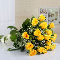 12 Beautiful Yellow Roses Bouquet