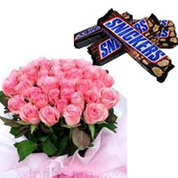 30 pink roses bunch roses Surprise your loved ones in India 4 -snickers chocolates