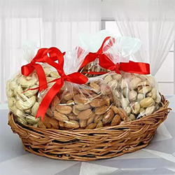 1/2 kg Cashews 1/2 kg Kismis . Very delicious and energetic. Healthy food for every one.