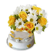 Bunch of 24 White and Yellow Seasonal Flowers along with 1 Kg Pineapple Cake