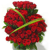 Surprise your loved ones in India by sending this 100 red roses bunch