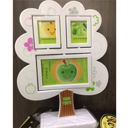 Tree photo frame   height : 12inch , widht :8inch <br> Material:- Plastic <br> Color: white colour <br> delivery time : 2 working days