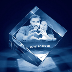 2D Crystal Cube Size: 5x5 inches Here is a Crystal gift to put a smile on the face of your lover. This crystal gift can be customized with a photo of your choice