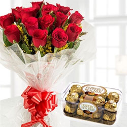 Bunch of 15 Red Roses in paper packing with 16 ferrero rocher box is a perfect valentine gift for your valentine.