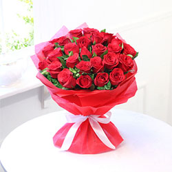 30 Long Stem Red Roses decorated with green leaves to your loved ones in India